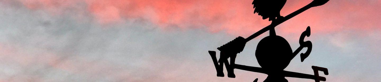Flot himmel - med stolpe med falsk høne ovenpå